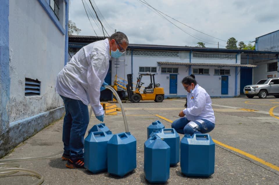 Entregan 11 mil galones de alcohol en Cauca