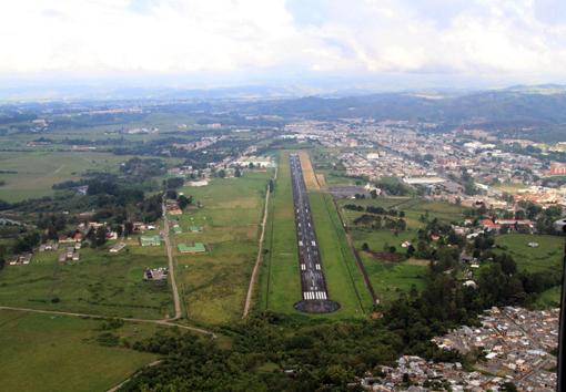 Alcalde solicita reapertura de transporte aéreo