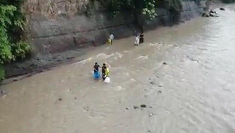 De manera heroíca Policías salvaron a tres personas en Piamonte